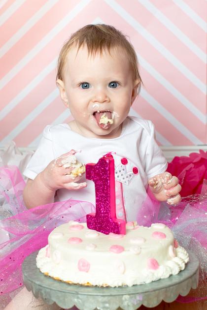 Emily - 1 year old - Cake Smash 2017 - 37